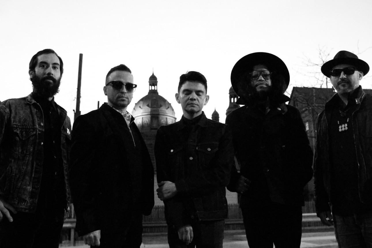 Chicago-based quintet, Dos Santos drop new single.